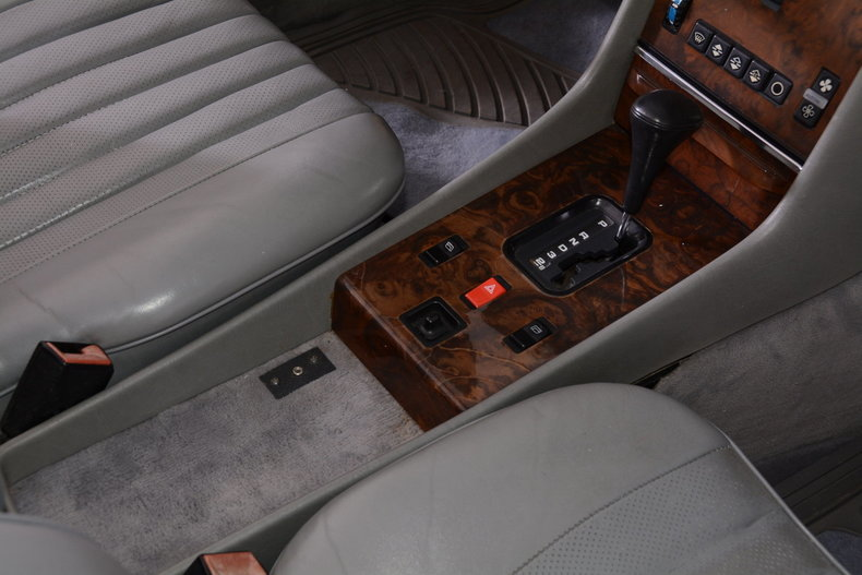 1986 Mercedes-Benz 560SL Image 63