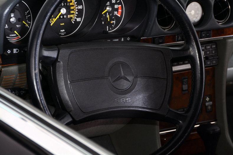 1986 Mercedes-Benz 560SL Image 76
