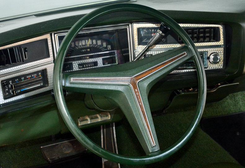 1972 Buick Riviera Image 8