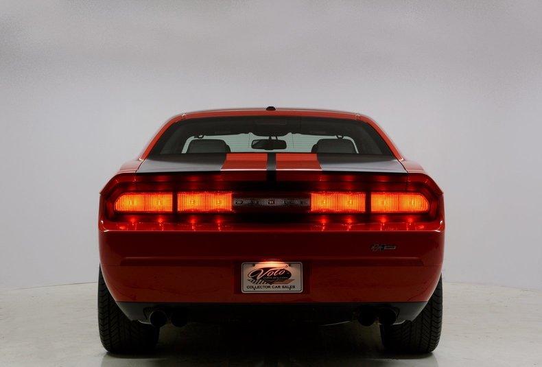 2010 Dodge Challenger Image 3
