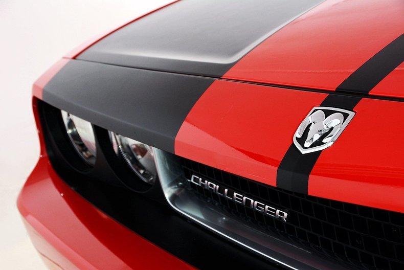 2010 Dodge Challenger Image 9