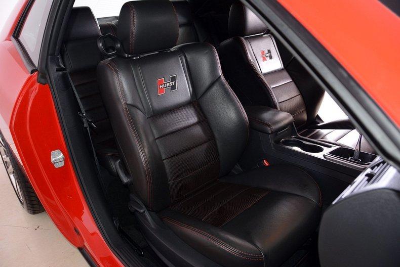 2010 Dodge Challenger Image 12