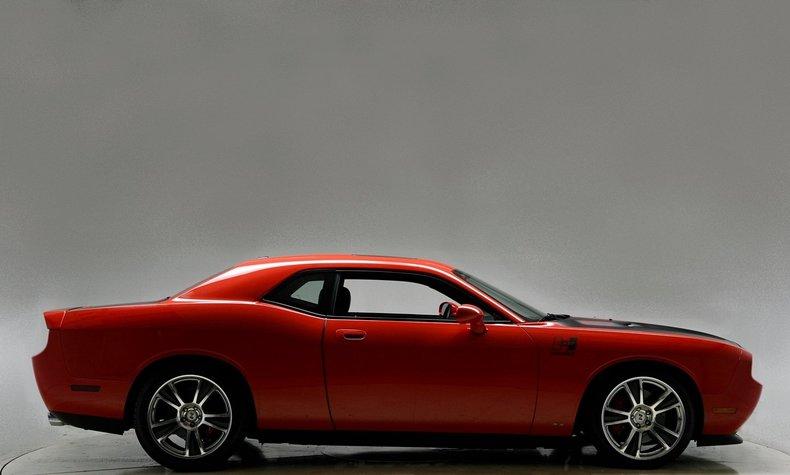 2010 Dodge Challenger Image 13