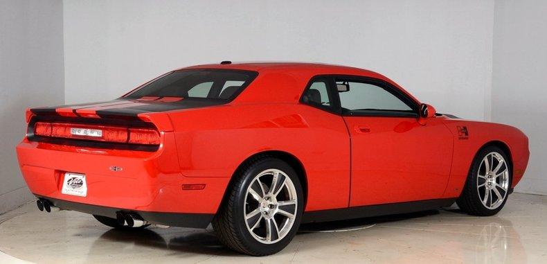 2010 Dodge Challenger Image 17