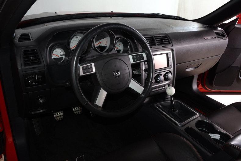 2010 Dodge Challenger Image 18