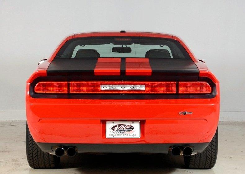 2010 Dodge Challenger Image 25