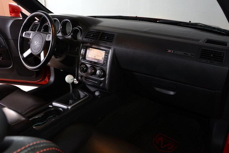2010 Dodge Challenger Image 29
