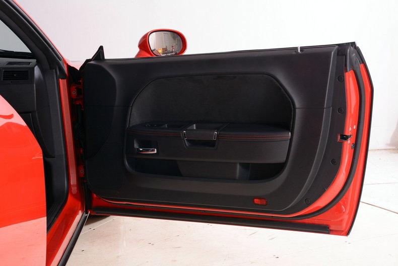 2010 Dodge Challenger Image 39