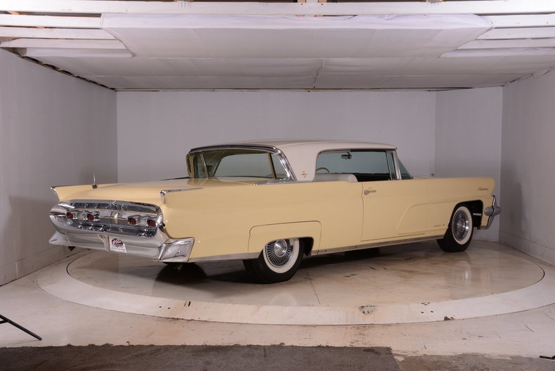 1959 Lincoln Continental Image 3