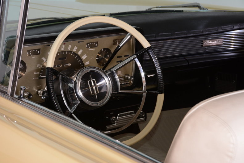 1959 Lincoln Continental Image 9