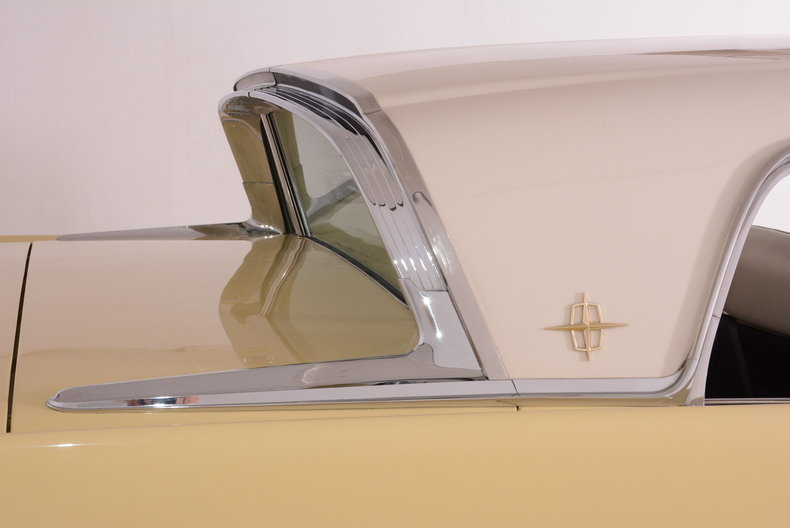 1959 Lincoln Continental Image 30