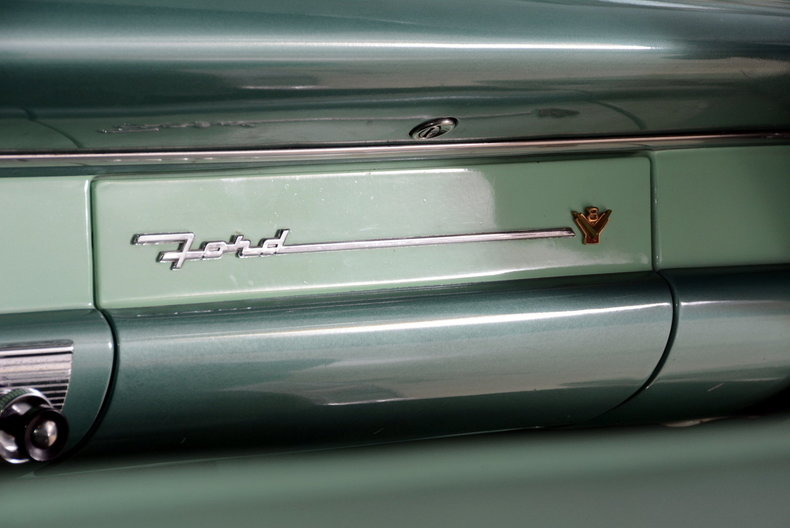 1956 Ford Fairlane Image 19