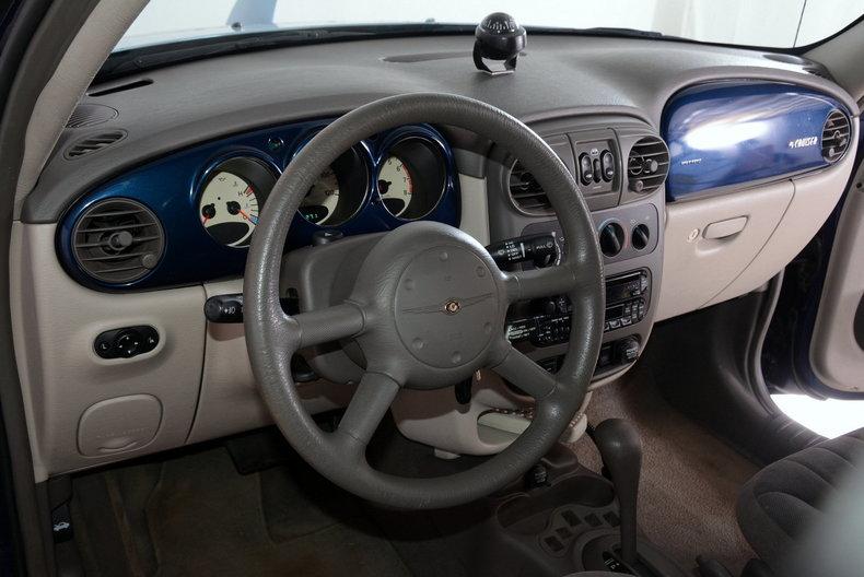 2001 Chrysler PT Cruiser Image 2