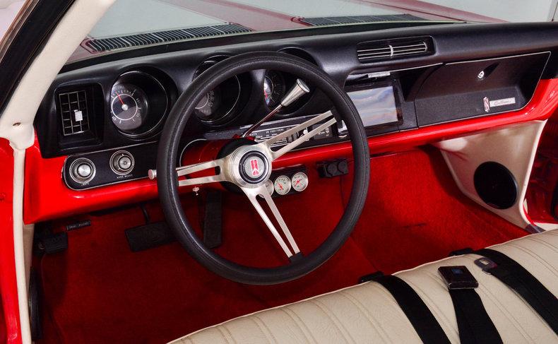 1969 Oldsmobile Cutlass Supreme Image 2