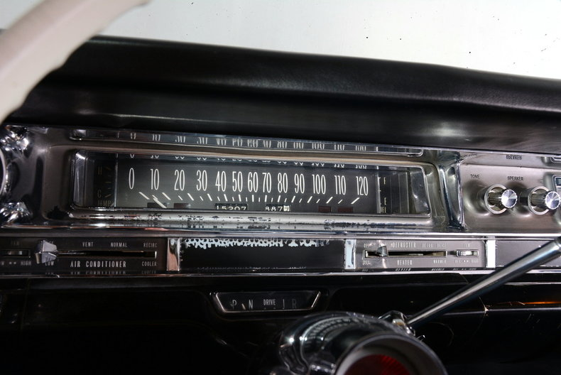1961 Cadillac Sedan deVille Image 9