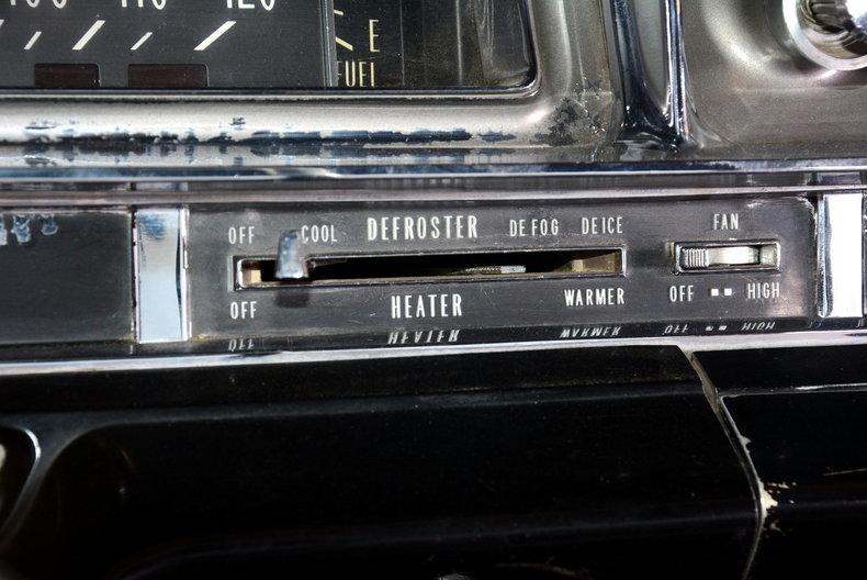 1961 Cadillac Sedan deVille Image 12