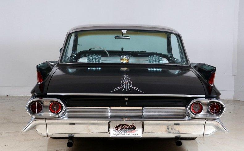 1961 Cadillac Sedan deVille Image 25