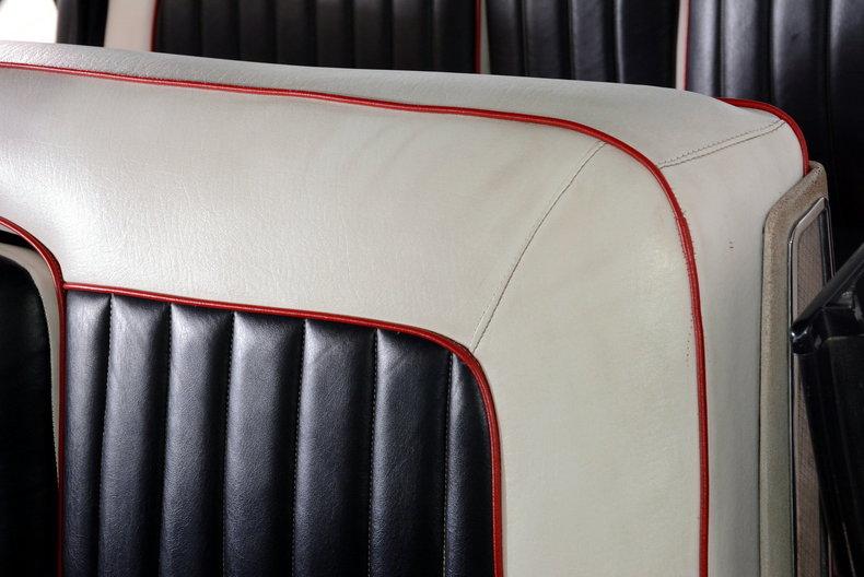 1961 Cadillac Sedan deVille Image 30