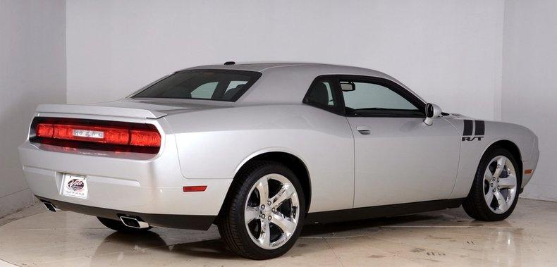 2012 Dodge Challenger R/T Image 3