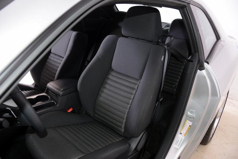 2012 Dodge Challenger R/T Image 12