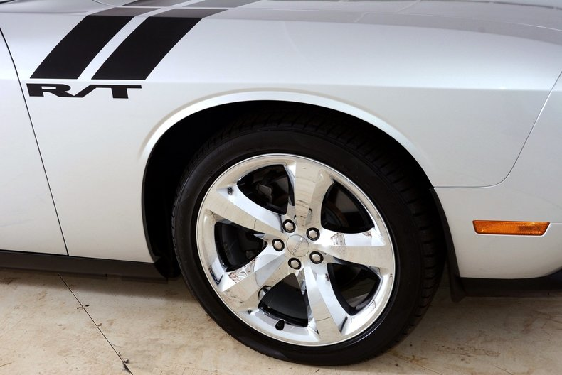 2012 Dodge Challenger R/T Image 15