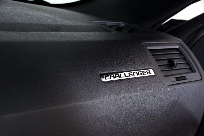 2012 Dodge Challenger R/T Image 16