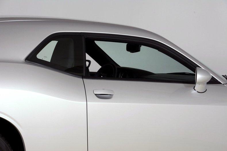 2012 Dodge Challenger R/T Image 19