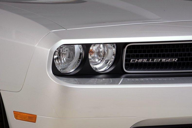2012 Dodge Challenger R/T Image 23