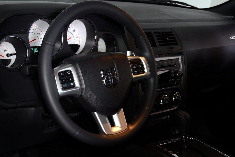 2012 Dodge Challenger R/T Image 24