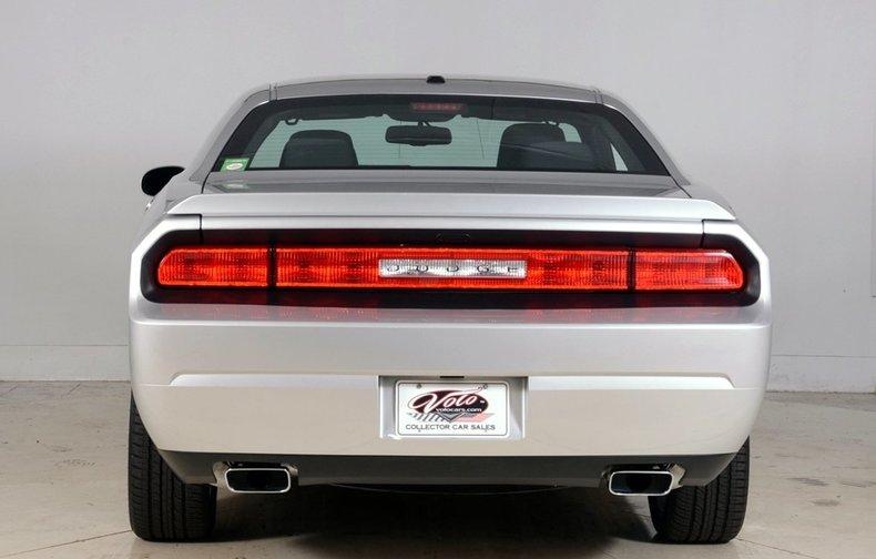 2012 Dodge Challenger R/T Image 25