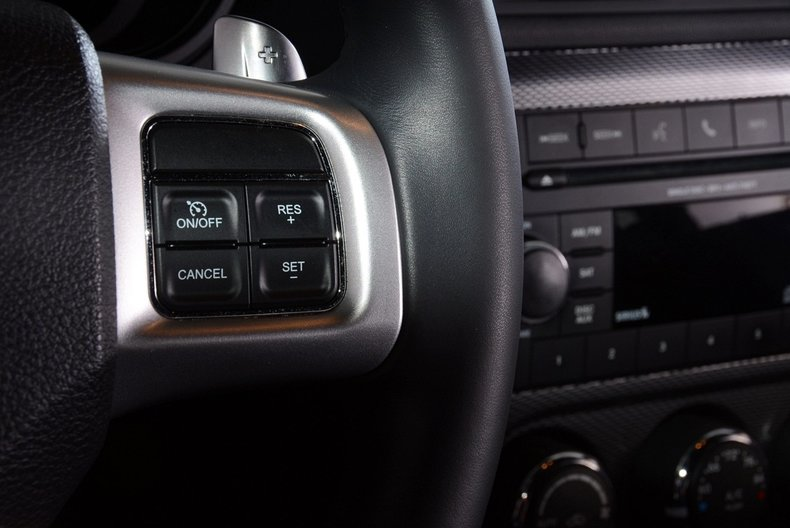 2012 Dodge Challenger R/T Image 28
