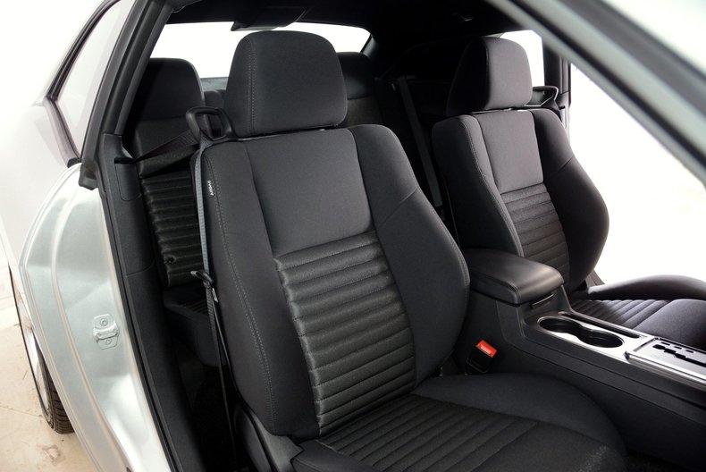 2012 Dodge Challenger R/T Image 31