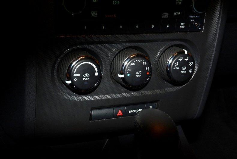 2012 Dodge Challenger R/T Image 32
