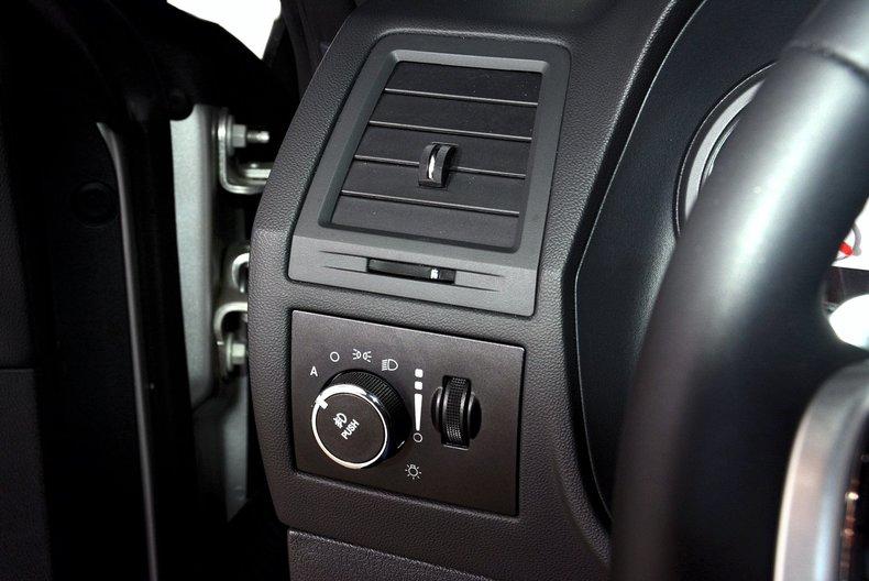 2012 Dodge Challenger R/T Image 39