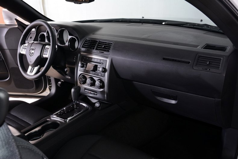 2012 Dodge Challenger R/T Image 42