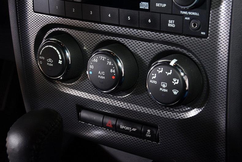 2012 Dodge Challenger R/T Image 69