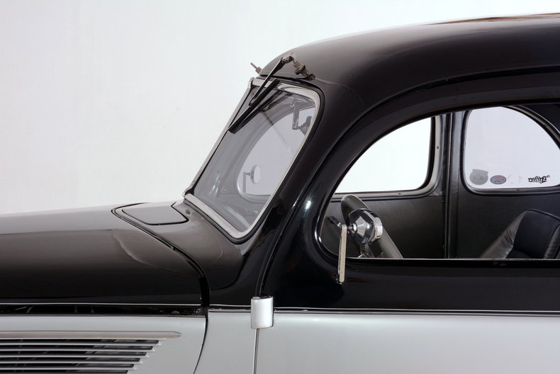 1937 Ford Deluxe Image 11