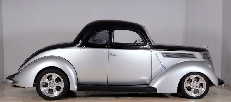 1937 Ford Deluxe Image 17