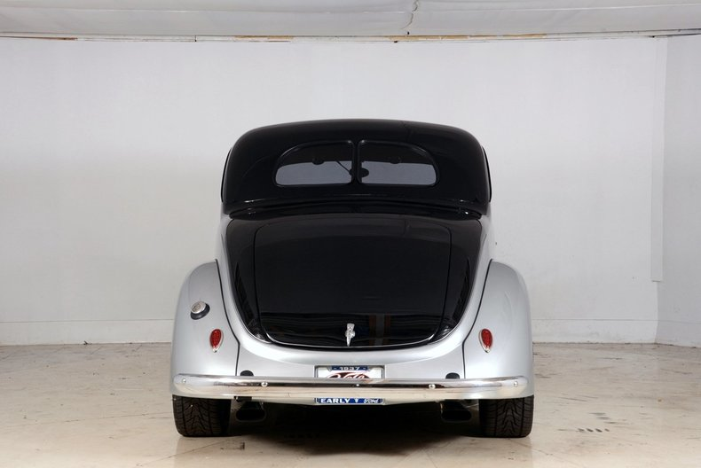 1937 Ford Deluxe Image 25
