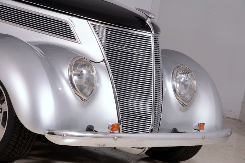 1937 Ford Deluxe Image 28