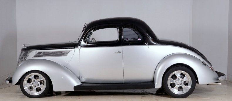 1937 Ford Deluxe Image 41