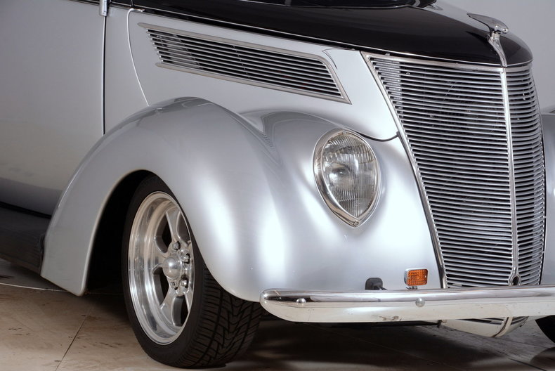 1937 Ford Deluxe Image 55