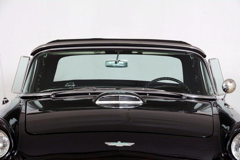 1957 Ford Thunderbird Image 9