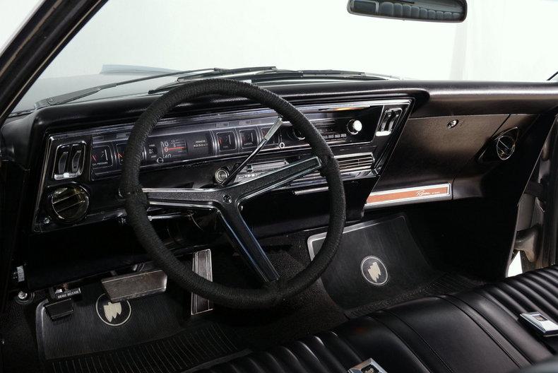 1967 Buick Riviera Image 2