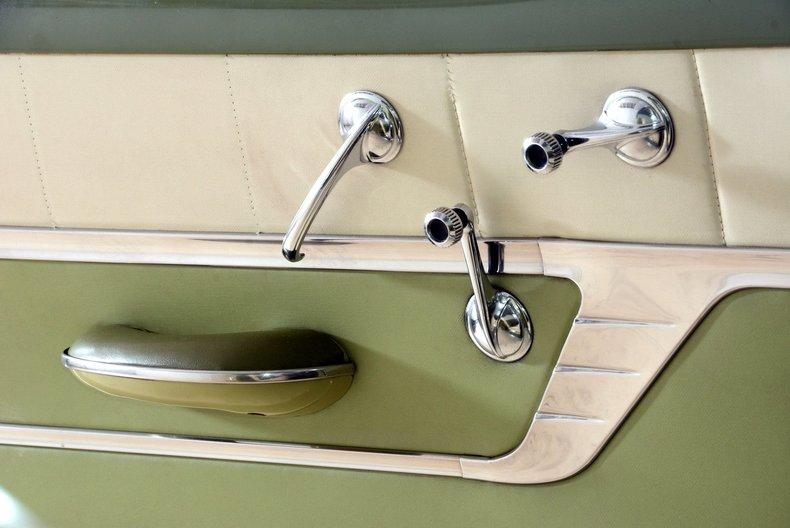 1953 Pontiac Chieftain Image 28