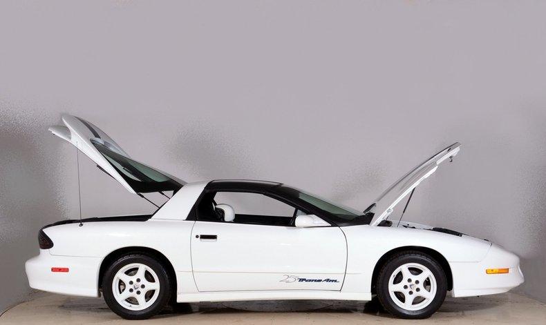 1994 Pontiac Trans Am Image 13