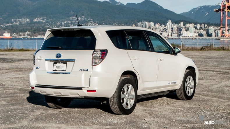 11224c5ffb74f low res 2013 toyota rav4 electric