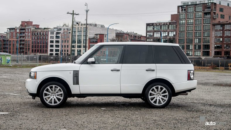 1179709214e84 low res 2011 land rover range rover supercharged