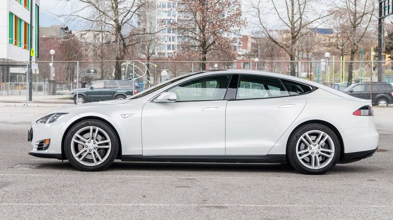 1219863e4edc1 low res 2015 tesla model s 85d