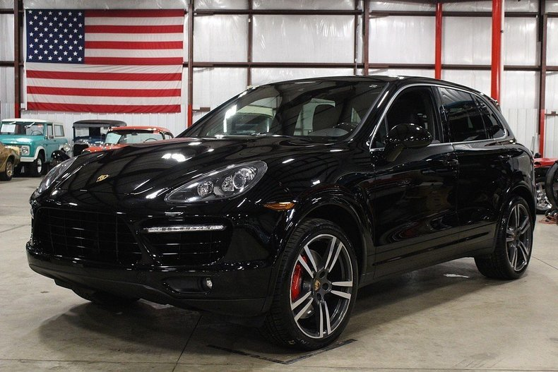 4345345d867264 low res 2014 porsche cayenne